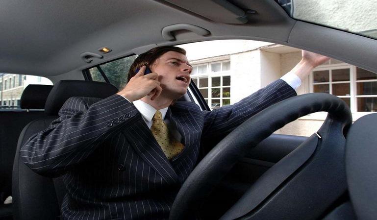 Los conductores no sueltan el teléfono móvil