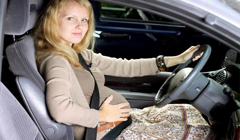 ¿Cómo debe viajar una mujer embarazada?