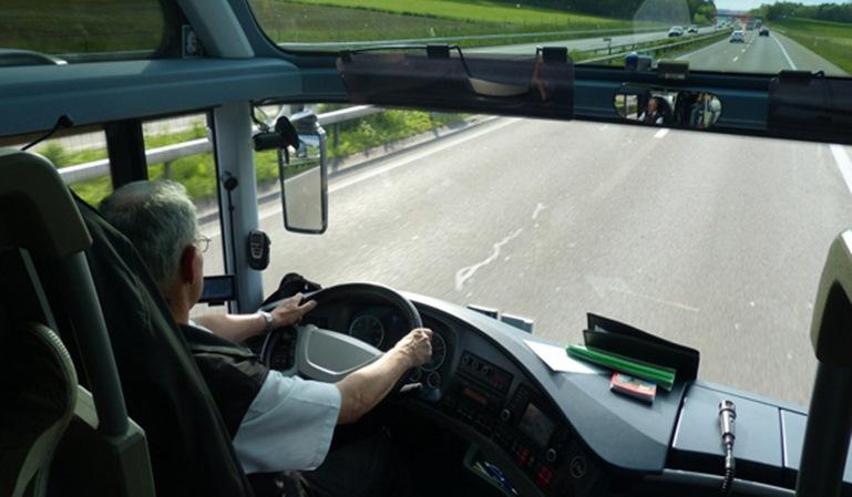 Detenido un conductor de autocar borracho