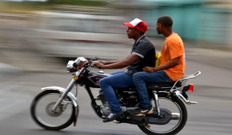 El casco de moto a control