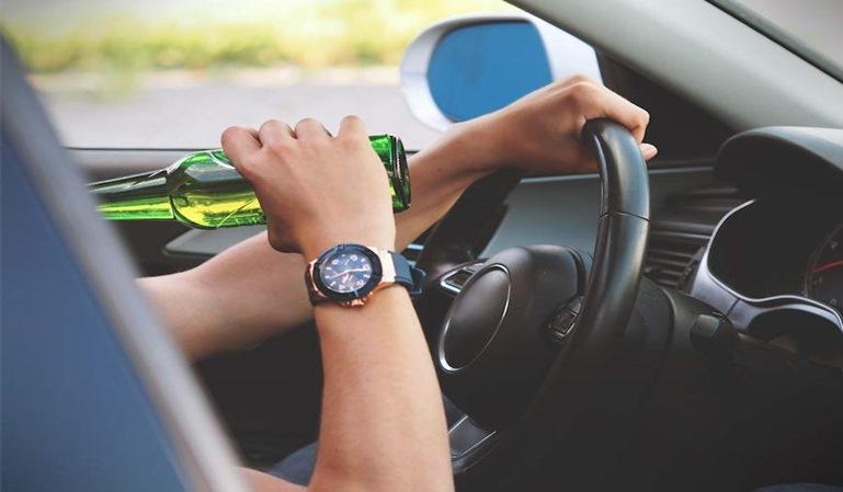Los hombres cometen más infracciones por conducción y drogas que las mujeres