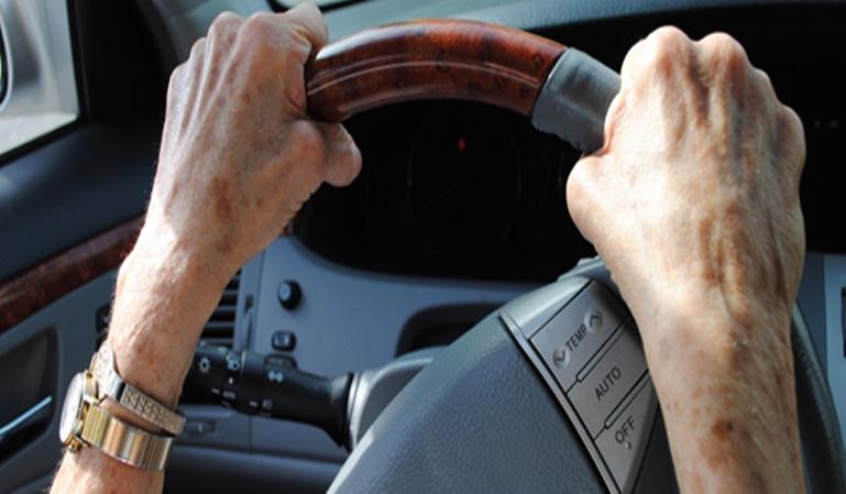 ¿Cuándo se es demasiado mayor para conducir?