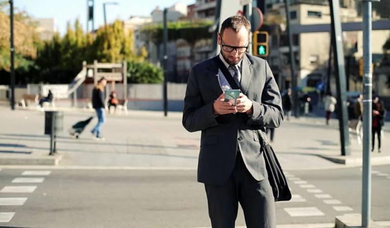 Multas a los peatones distraidos con el móvil