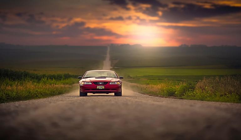 ¿Es más caro el seguro del coche si es rojo?