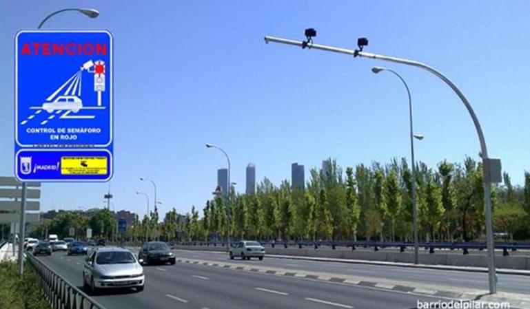 Las multas de semáforo foto-rojo son ilegales