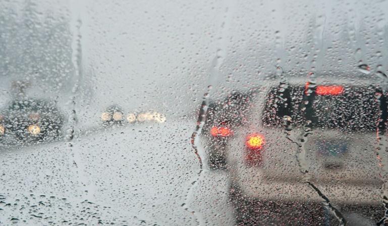 Los peligros de conducir con lluvia
