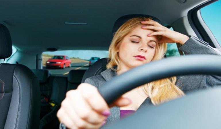 ¿Puedo conducir con dolor de cabeza?