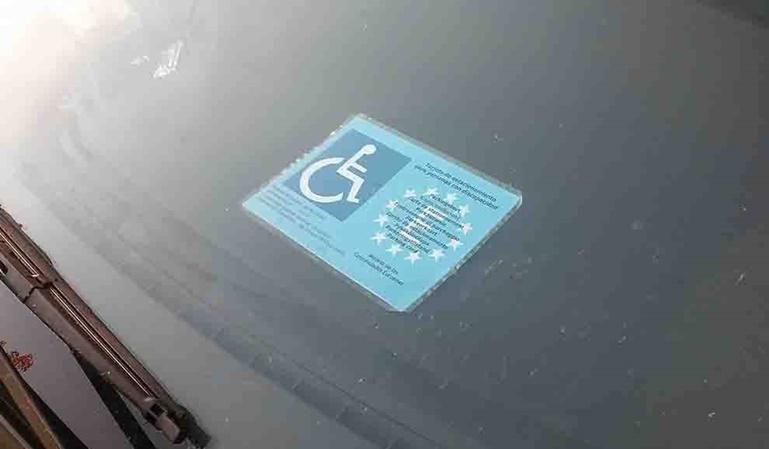 Tarjeta de aparcamiento para discapacitados ¿Cómo se consigue?