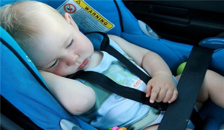 Viajar en coche da sueño a los bebés