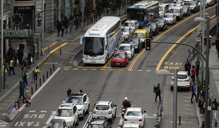 Madrid prohibirá el acceso en el centro a los coches sin etiqueta