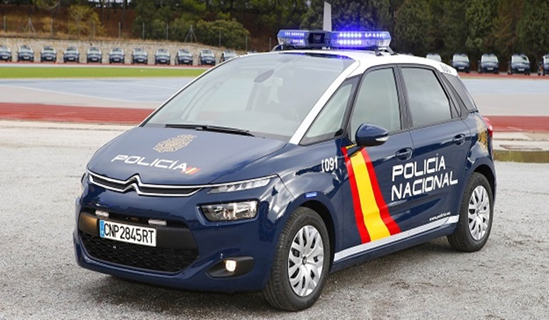 Los vehículos de emergencia llevarán luces azules