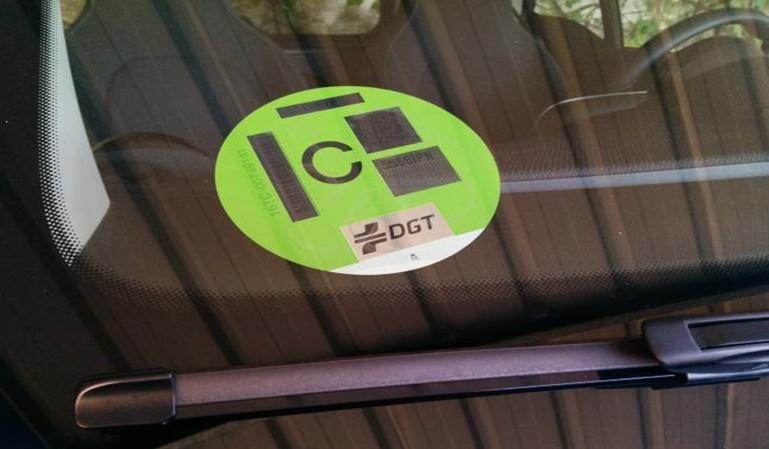 ¿Qué etiqueta medioambiental tiene mi coche?