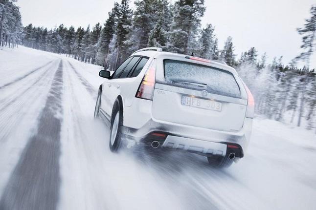 Conducción con hielo, nieve y niebla