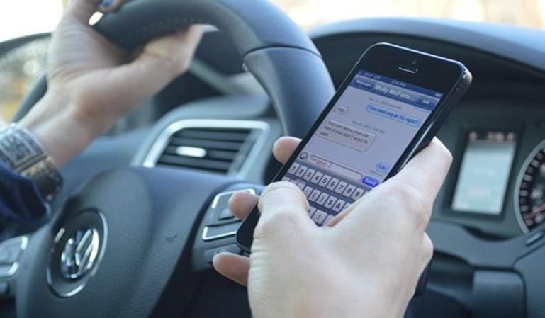 El uso del Whatsapp mientras conduces