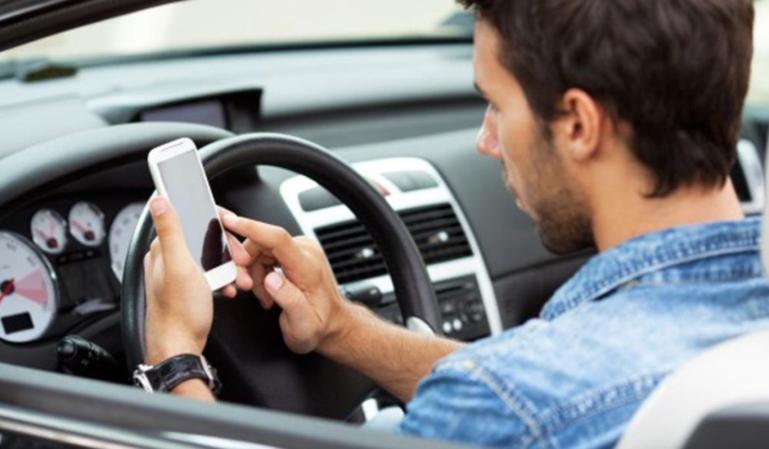 Consejos para utilizar el teléfono móvil en el coche