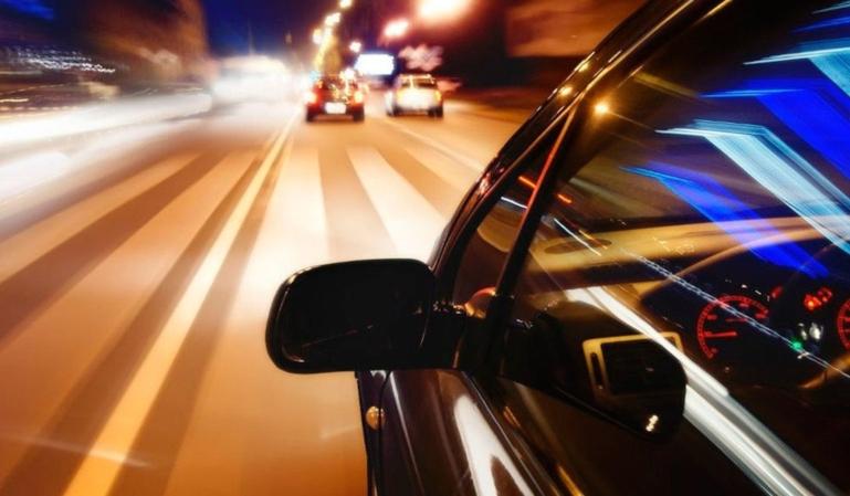 El uso adecuado de las luces del coche