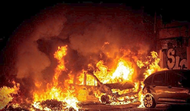 Qué hacer si queman nuestro coche en la vía pública