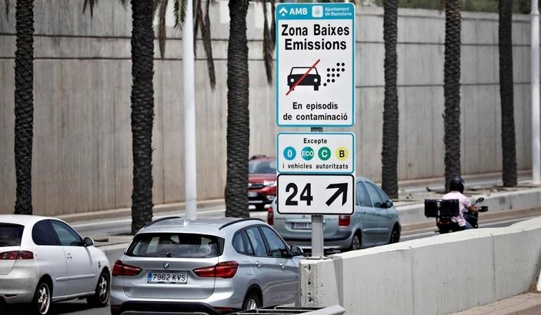 Barcelona: los coches sin etiqueta tendrán que pagar en 2020