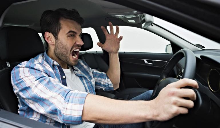 Conductor violento: ¿qué debemos hacer?