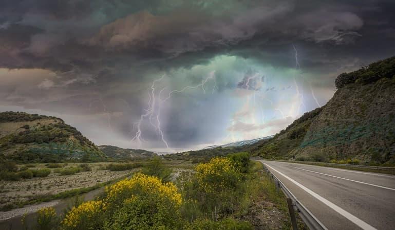 Qué hacer ante una tormenta de verano en el coche