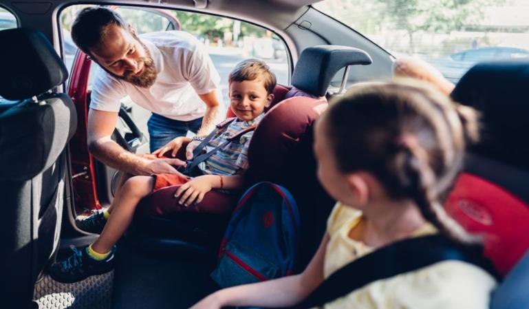 Arranca la vuelta al cole: seguridad al viajar con niños