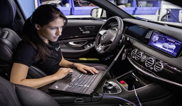 Los vehículos nuevos tendrán cajas negras el próximo año