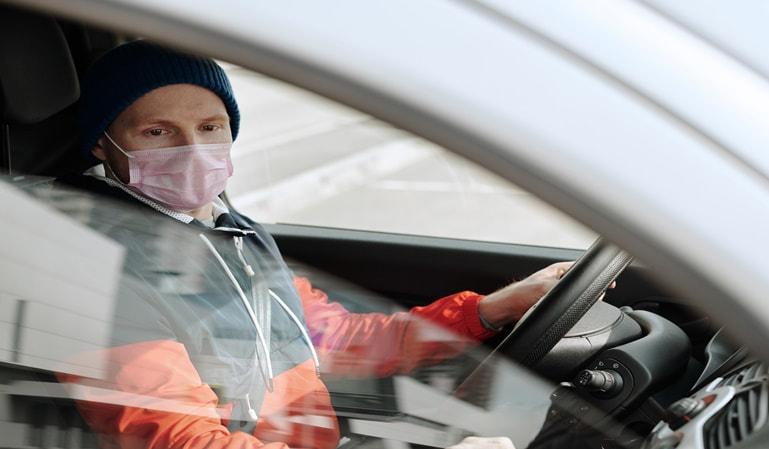 ¿Puedo viajar en coche con el nuevo estado de alarma?