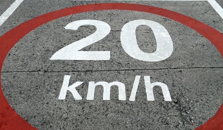 Ley de Tráfico: seis puntos por usar el móvil y nuevos límites de velocidad