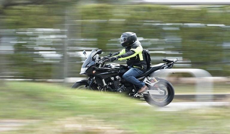 En moto con bluetooth: no está prohibido