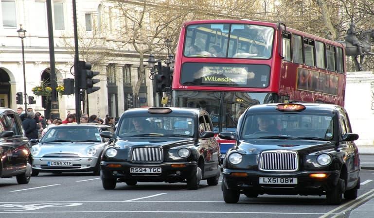 Reino Unido prohibirá la venta de coches diésel y gasolina en 2030