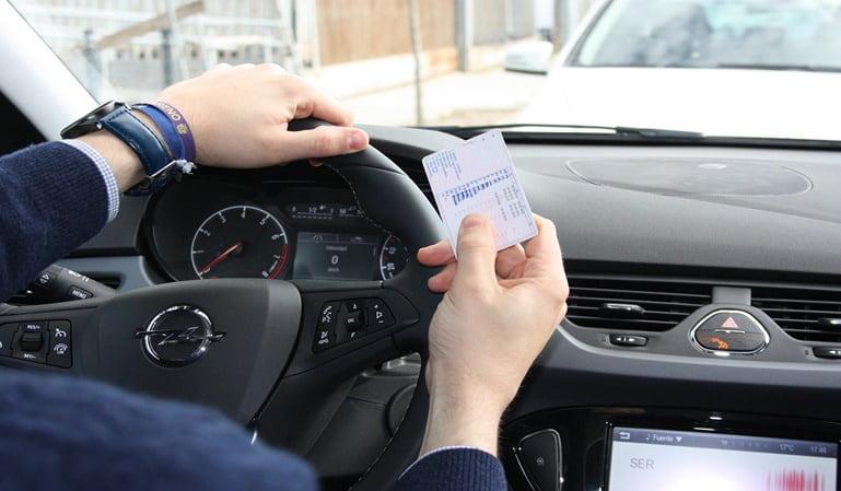 Permiso de conducir de Reino Unido: cómo solicitar el canje español