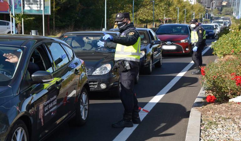 Por qué no debes avisar a otros conductores de un control policial