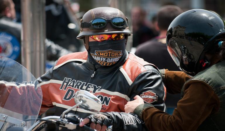 ¿Es obligatorio el uso de la mascarilla conduciendo una moto?