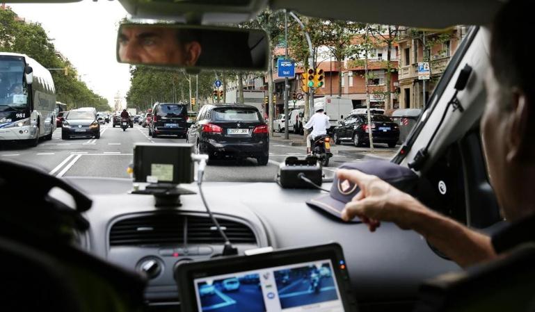 ¿Radares privados camuflados en coches particulares?