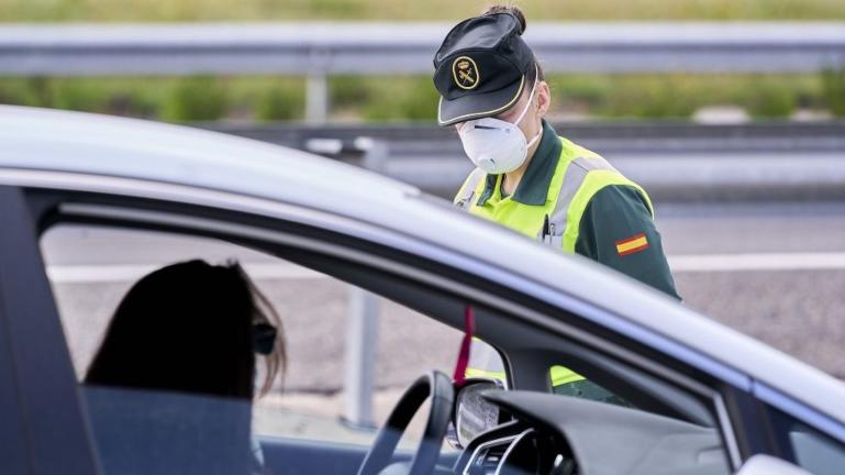 Durante la Pandemia habrá multas por viajar más de 4 personas en coche