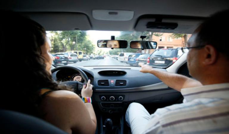 Multas para pagar el carné de conducir a jóvenes en paro y sin recursos