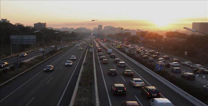 Barcelona quiere gravar más al coche para compensar congestiones