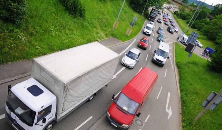 DGT controla en campaña a furgonetas y camiones