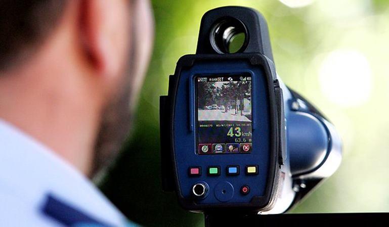 DGT gasta 900.000 euros en radares móviles