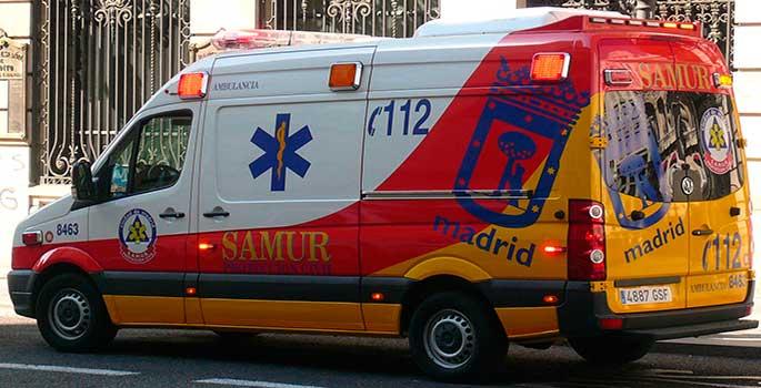 La multa a un coche que pasó en rojo por dejar paso a una ambulancia