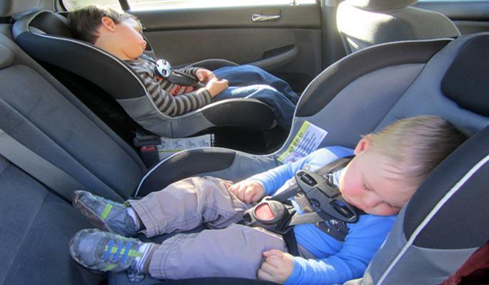 Las excepciones para niños con el asiento delantero