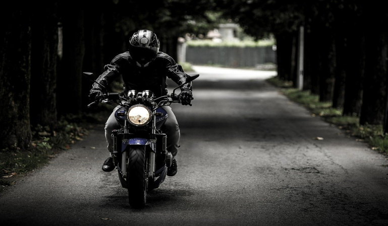 Será más difícil conducir una moto con el carnet de coche