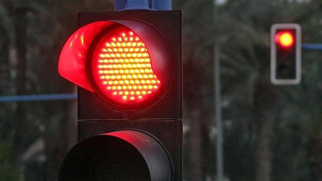 Campaña de DGT de control y respeto al semáforo