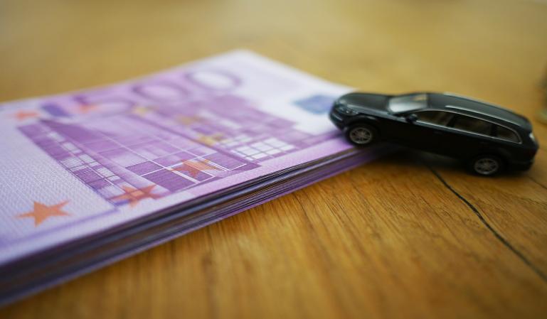 ¿Te puedes desgravar los gastos del coche en la Renta?