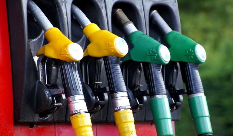 ¿Cuándo será el fin definitivo de los coches diésel y gasolina en España?