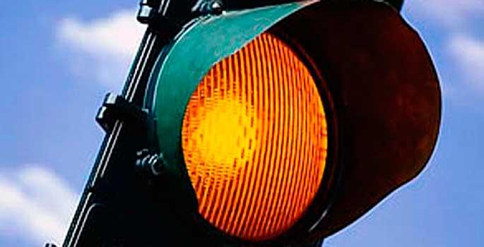 La utilidad del ámbar de los semáforos cuestionada