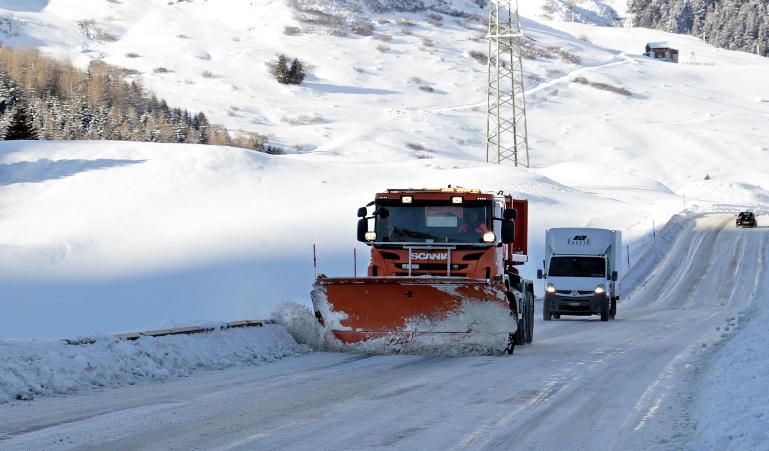 Conducir con nieve tiene sus sorpresas ¡No solo es blanca!