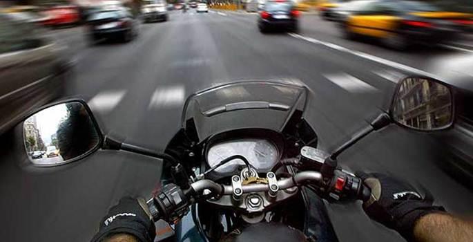 Barcelona intenta limitar la moto para los conductores de coche