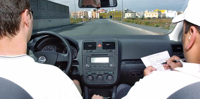 Consejos de un examinador para superar el examen de conducir