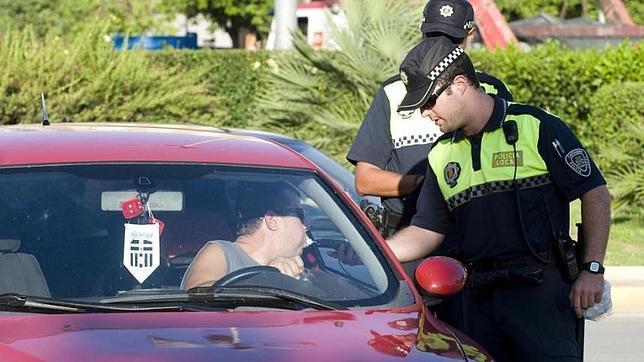 El criterio de los agentes se consolida para las multas por girar el cuello